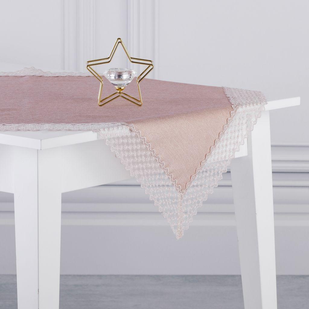 jak-udekorować-stół-na-boże-narodzenie-serweta-różowa