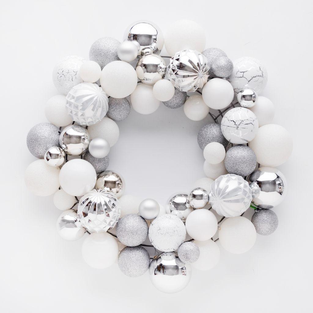 Wianek-biały-na-boże-narodzenie-proste-ozdoby-świąteczne