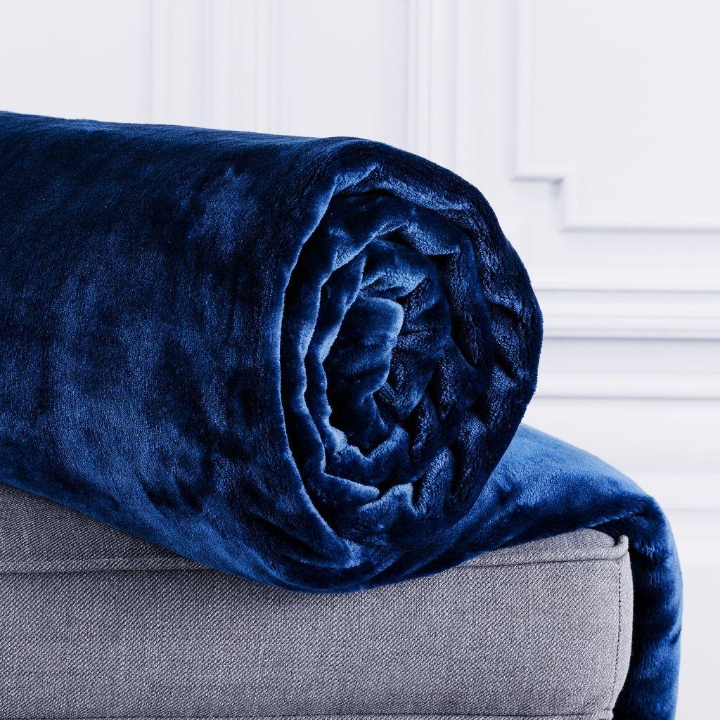 Koc-Flossy-kolor-roku-2020-niebieski-inspiracje