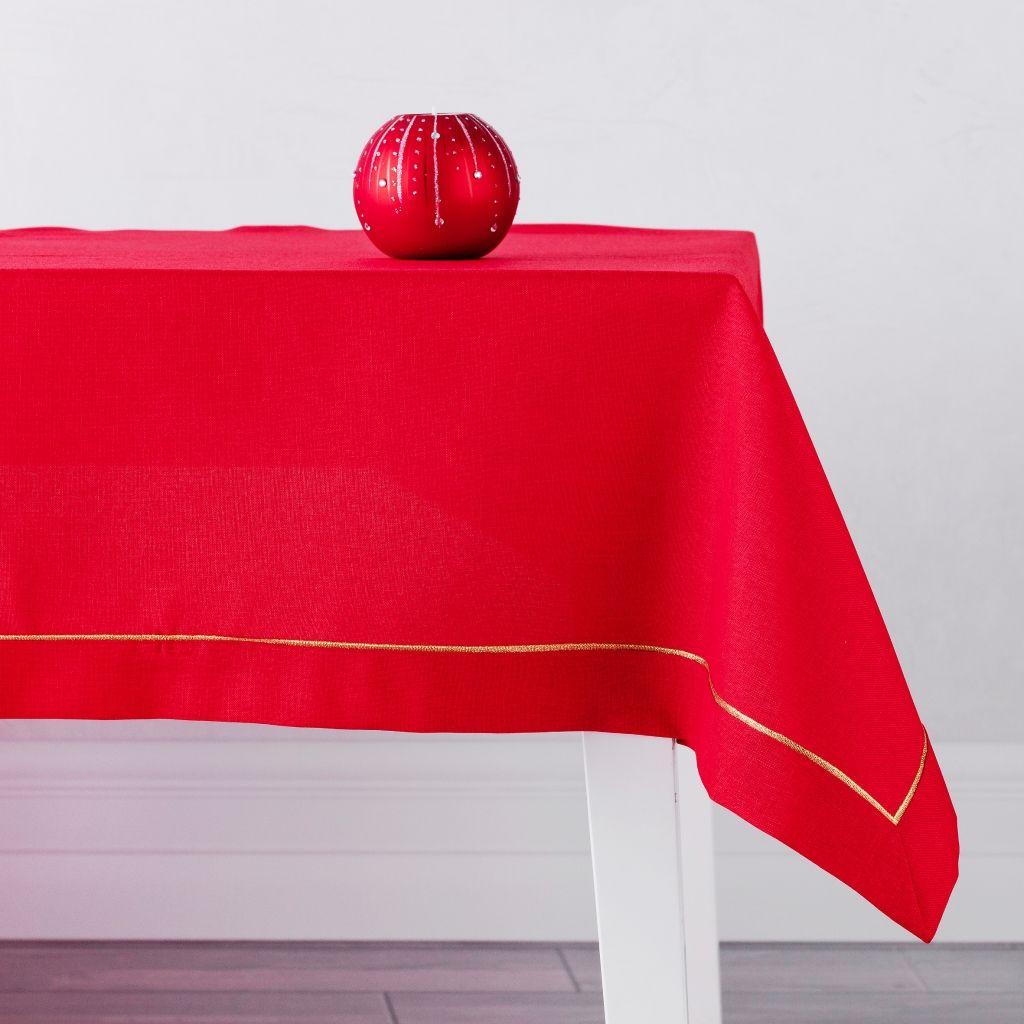 Obrus-czerwony-inspiracje-wnętrza-święta-proste-ozdoby-świąteczne